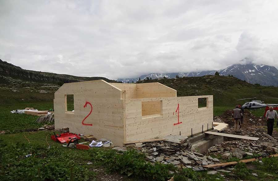 Costruzione dello chalet in legno Valle Spluga