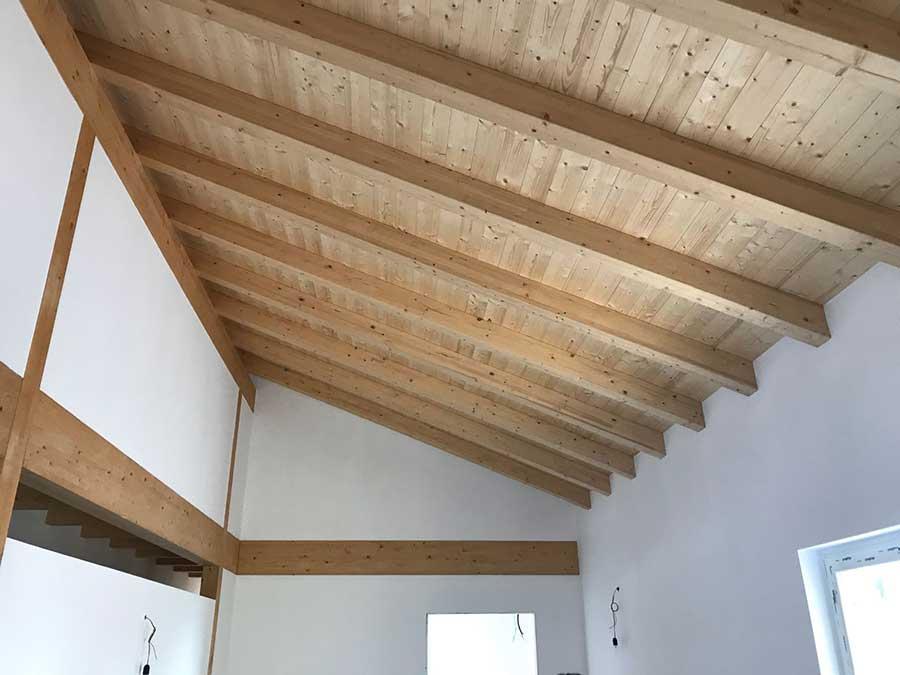 soffitto della casa in legno a Trevisago