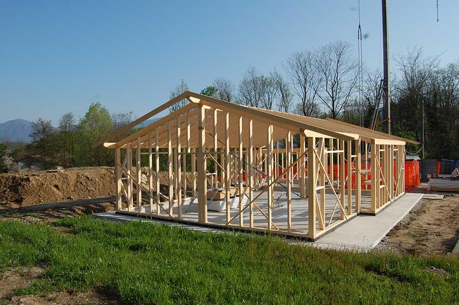 costruzione della casa in legno a Malgesso