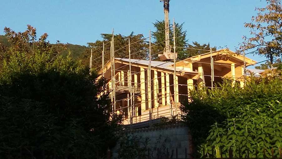 cantiere del sopralzo in legno a Gavirate