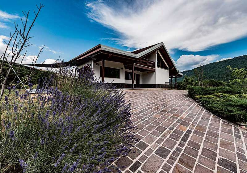 Villa in legno in collina